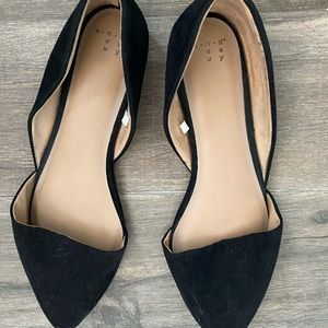 Black pointy toed flats
